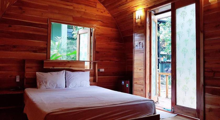 INSTAGRAMMABLE HOSTELS IN SOUTHEAST ASIA: Central Backpackers Hostel - Catba